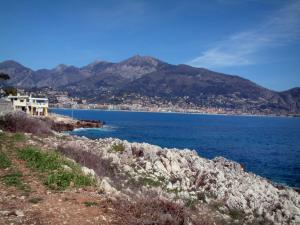 Martin Cape - From Martin Cape, view of the city of Menton and its mountains overhanging it