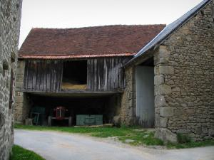 Masgot - Barn with some hay