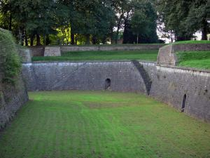 Maubeuge - Moat, fortifications and trees