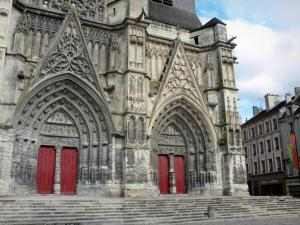 Meaux - Saint-Étienne cathedral of Gothic style: carved portals