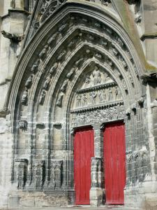 Meaux - Saint-Étienne cathedral of Gothic style: central portal and carved tympanum depicting Last Judgement