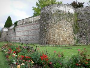 Meaux - Gallo-Roman ramparts and flowerbed
