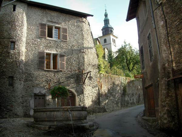 The medieval town of Conflans - Tourism & Holiday Guide