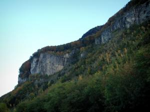 Meillerie - Cliffs en bomen in de herfst