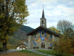 Méribel - Church decorated with frescoes, trees, house and forest of the ski resort (winter sports)