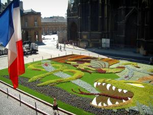 Metz - Flag, flowerbeds on the Armes square, the Saint-Etienne cathedral and buildings of the old town