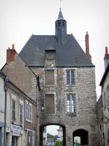 Meung-sur-Loire - Amont gateway (medieval gateway) and houses of the city