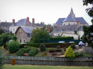 Meung-sur-Loire - Saint-Liphard collegiate church, château, houses of the city and the Mauves promenade (river)