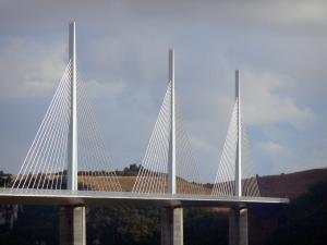 Millau viaduct - Piles, deck, pylons and shrouds of the motorway bridge
