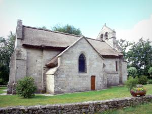 Millevaches in Limousin Regional Nature Park - Monedieres Hills: Saint-Martial church Lestards thatched