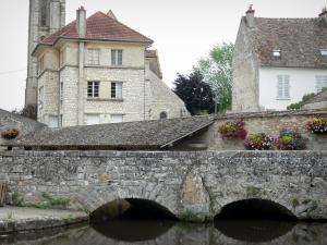 Milly-la-Forêt - Stone bridge spanning the river, wash house of La Bonde, bell tower of the Notre-Dame-de-l'Assomption church and houses of the village