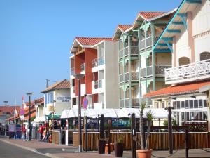 Mimizan-Plage - Waterfront facades of the resort