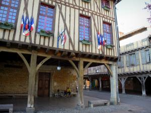 Mirepoix - Medieval bastide town: half-timbered facade of Town Hall and wooden galleries of the central square (place des couverts)
