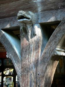 Mirepoix - Medieval bastide town: wood carving of the Maison des Consuls