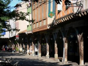 Mirepoix - Medieval bastide town: houses over wooden galleries of the central square (place des couverts)