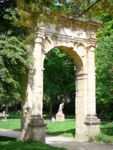 Monceau park - Renaissance arcade of the former town hall
