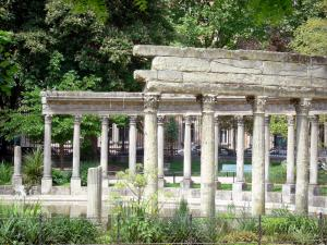 Monceau park - Overlooking the Corinthian colonnade