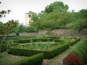 Monestiés - Garden and its flowerbeds