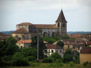 Monpazier - Church and houses of the fortified town, in Périgord