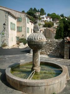 Mons - Fountain and houses of the village