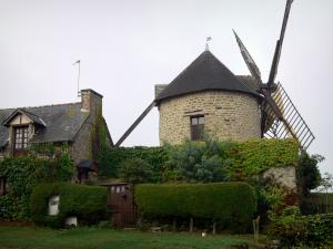 Mont-Dol - Windmill and stone house at the top of the mountain