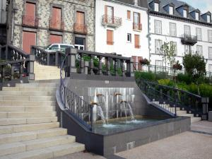 Le Mont-Dore - Spa town: fountain and facades of houses
