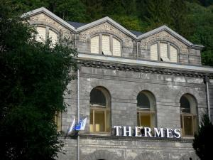 Le Mont-Dore - Spa town: front of the thermal baths (Thermes)