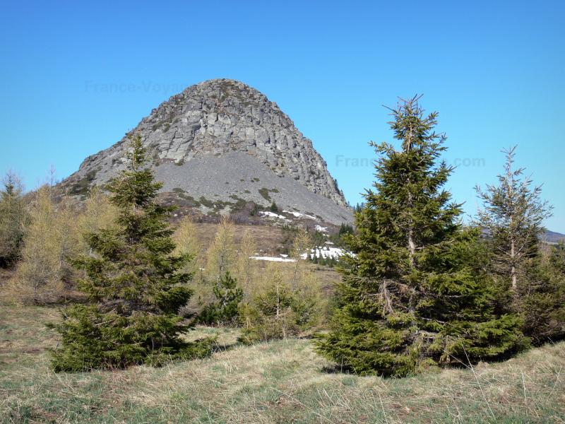 Le mont Gerbier de Jonc et les sources de la Loire - Guide tourisme, vacances & week-end en Ardèche