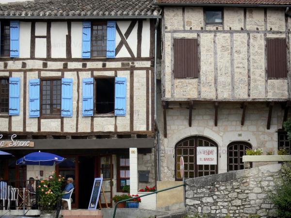 Montaigu-de-Quercy - Café Terrace and half-timbered facades of the houses in the village