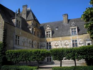 Montal castle - Renaissance facade and yard of the castle with trees, in the Quercy