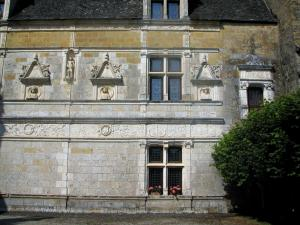 Montal castle - Renaissance facade of the castle, in the Quercy
