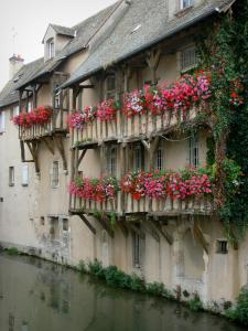 Montargis - House with flower-bedecked balconies along the water