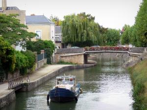Montargis - Boat navigating the canal, houses and trees