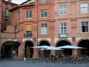Montauban - Arcaded houses and café terrace on the Place Nationale square