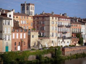 Montauban - Facades of houses along River Tarn