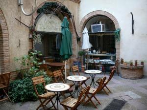 Montauban - Terrace of a tearoom