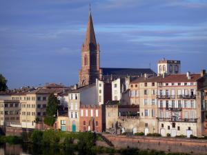 Montauban - Bell tower of the Saint-Orens church and facades of houses along River Tarn
