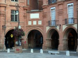 Montauban - Arcaded houses of the Place Nationale square