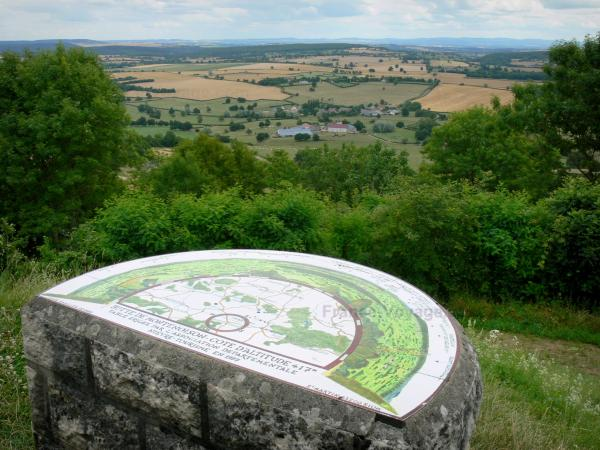 Montenoison Butte - Viewpoint indicator overlooking the landscape of Nivernais