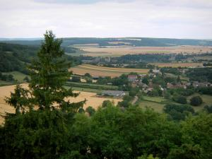 Montenoison Butte - View of the landscape of Nivernais from the top of the outlier