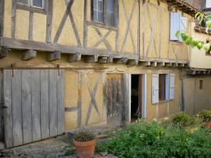 Montesquiou - Facade of a half-timbered house in the fortified village