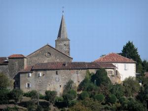 Montesquiou - Steeple of the Saint-Martin church, fortified gate and houses