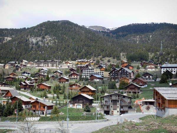 Montgenèvre - Ski resort (winter and summer sports resort): chalets, buildings and mountain