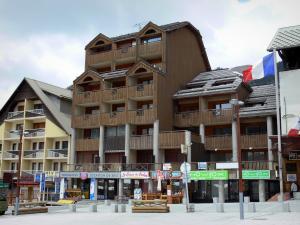 Montgenèvre - Ski resort (winter and summer sports resort): chalets and shops