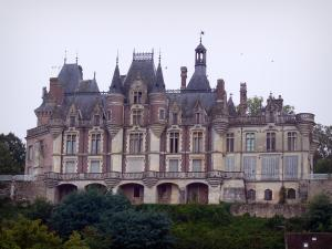 Montigny-le-Gannelon castle - Facade of the castle and trees, in the Loir valley