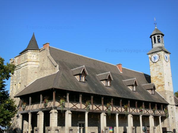 Montluçon - Castle of the Dukes of Bourbon, home to the Museum of Popular Music, with its italian gallery and its clock tower