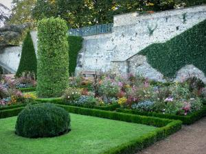 Montluçon - Flowerbeds in the Wilson garden (ramparts garden, French-style formal garden)
