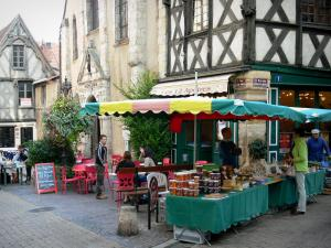 Montluçon - House of the Twelve Apostles (half-timbered facade), Saint-Pierre church, café terrace and market stall