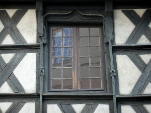 Montluçon - Half-timbered window of the house of the Twelve Apostles