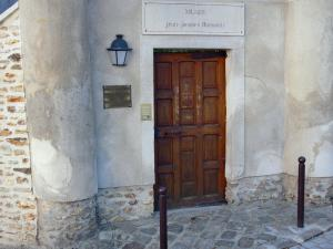 Montmorency - Entrance to the Jean-Jacques Rousseau museum